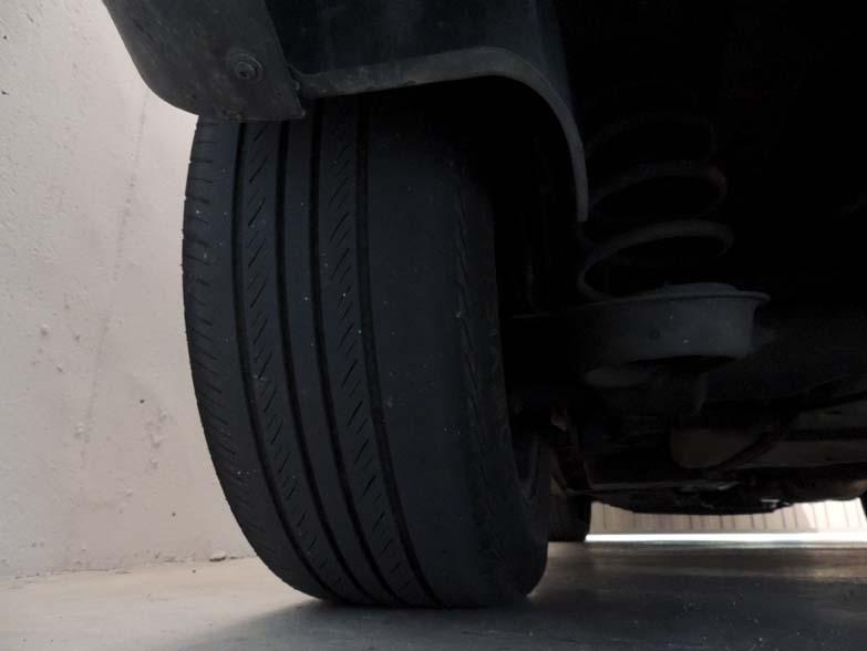 Neumáticos nuevos, siempre atrás…