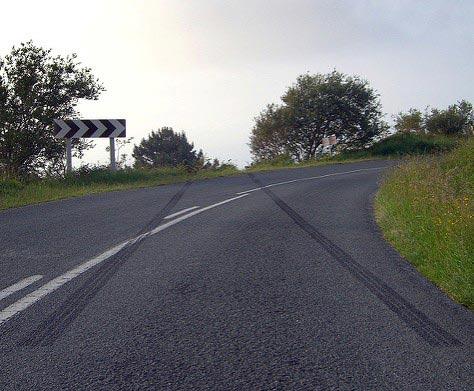 Píndoles de reconstrucció d'accidents de trànsit II- Velocitat de circulació en funció de la empremta de frenada