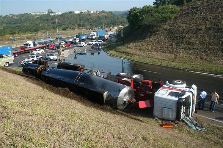 Estabilidad frente al vuelco de camiones y vehículos articulados – La carga móvil en la reconstrucción de accidentes de tráfico