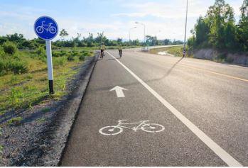 Vías ciclistas: definición legal, normativa y prioridad de paso respecto a otros vehículos y a peatones